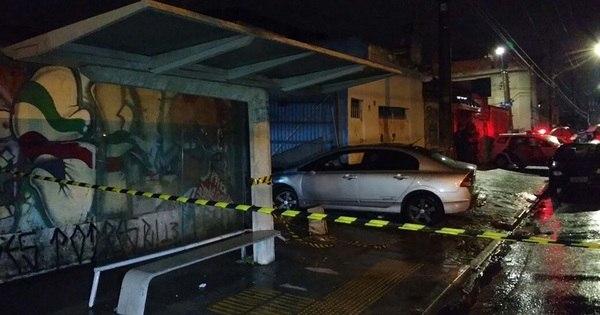 Cinco pessoas são atropeladas em ponto de ônibus por carro ...
