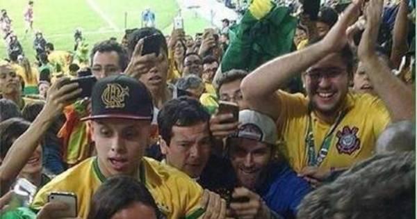 Voltaram? Neymar sobe arquibancada do Maracanã para ...