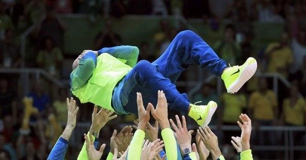 Com Neymar na torcida, Brasil fecha Olimpíadas com ouro no vôlei ...