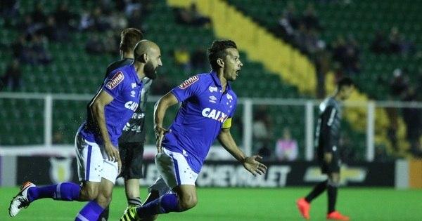 Cruzeiro vence e deixa zona de rebaixamento do Brasileiro ...