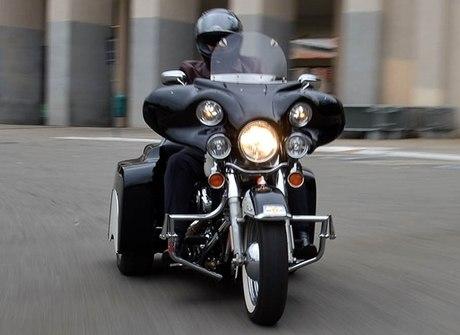 Entusiasta personaliza trike<br />sobre uma Harley-Davidson