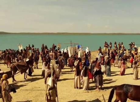 Josué dá ordem e inicia travessia do povo hebreu pelo Rio Jordão