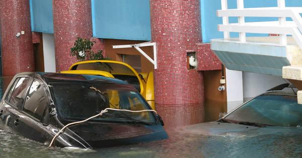 Ressaca em Santos inunda garagens e causa prejuízos - Fotos - R7 ...