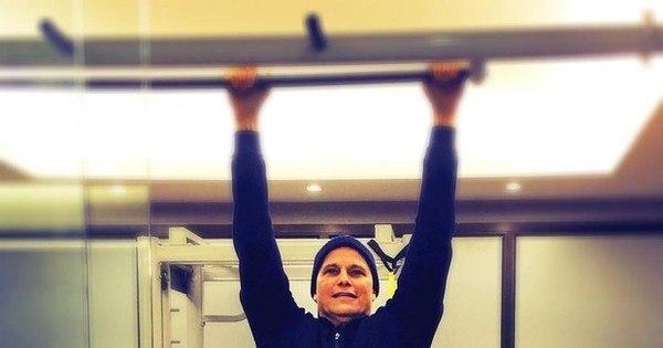 """Edson Celulari posta foto praticando exercícios: """"Cada dia melhor ..."""