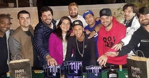 Após ouro na Rio 2016, Neymar organiza torneio de pôquer em sua ...