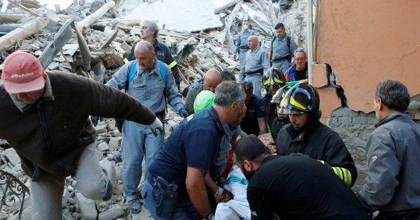 Forte terremoto deixa dezenas de mortos na Itália - Notícias - R7 ...