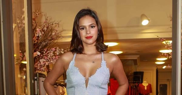 Com look branco, Bruna Marquezine faz sucesso em evento de ...
