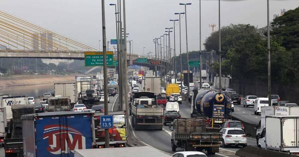 Haddad diz que vai rever restrição a caminhões em São Paulo ...