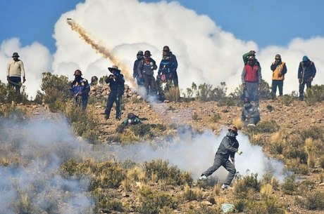 Resgatado corpo de vice-ministro da Bolívia espancado até à morte