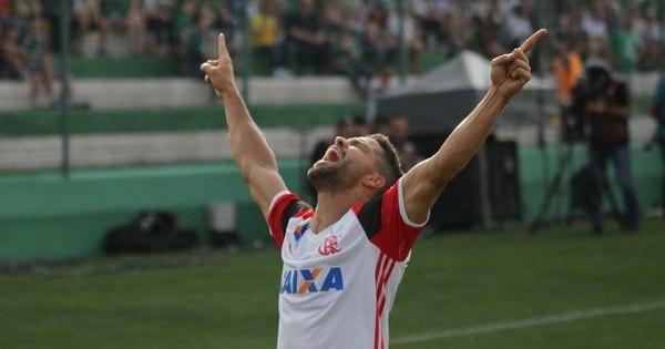 Flamengo vence a Chapecoense fora e assume a vice-liderança do ...