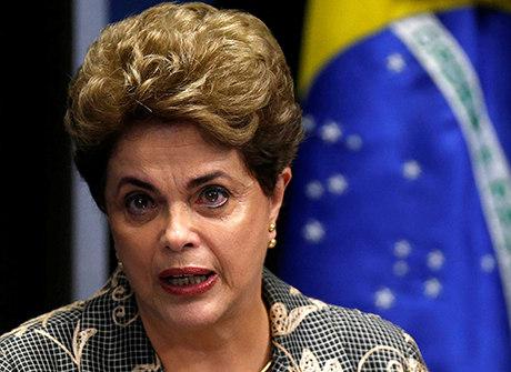 Dilma faz defesa no Senado<br />com protestos do lado de fora