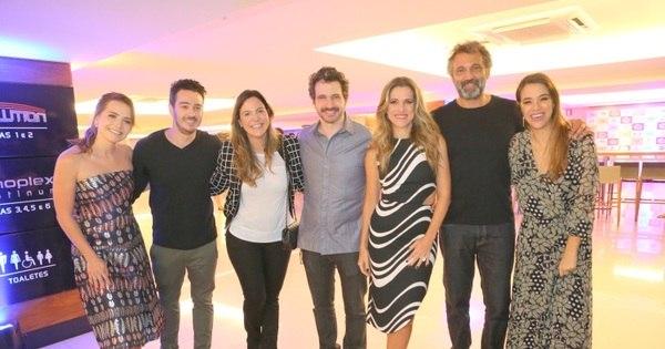 Famosos prestigiam a pré-estreia do filme Um Namorado Para ...