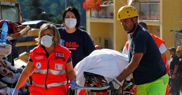 Cidade italiana começa a enterrar vítimas de terremoto - Notícias ...
