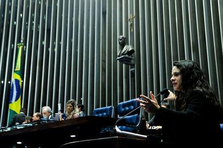 Resultado de imagem para Janaina paschoal na tribuna do senado