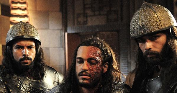 Com o rosto desfigurado, Tobias é levado até o rei Marek - Fotos ...