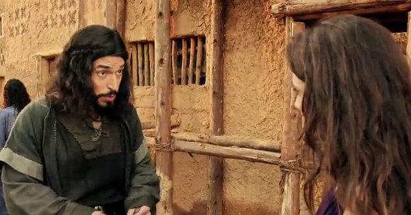 Sandor vai até a estalagem e descobre que Raabe é prostituta ...