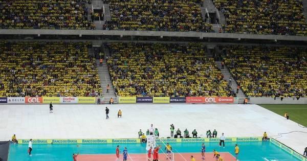 Após tri olímpico no vôlei, Brasil vence com público recorde na ...