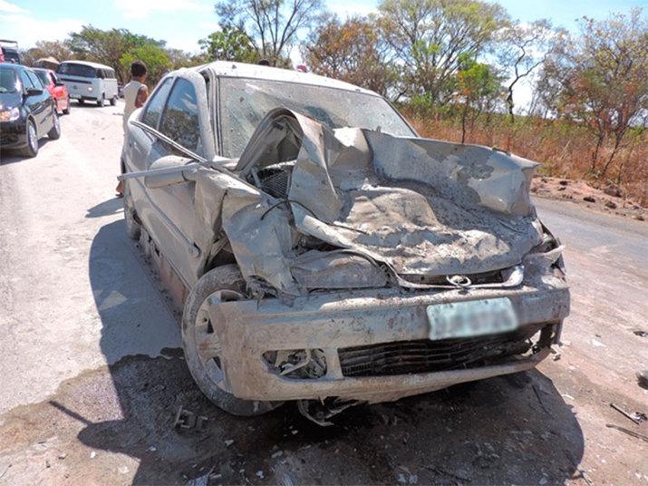 Ainda de acordo com a PRF, os dois veículos colidiram frontalmente