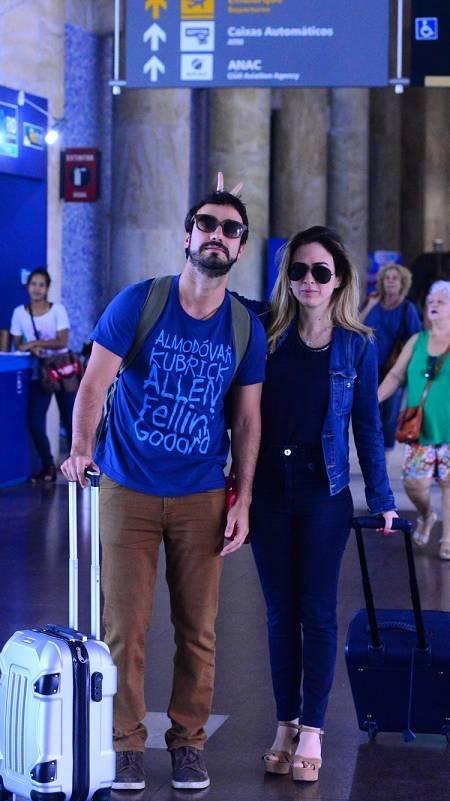 Gabriel Godoy. Foto do site da Entretenimento R7 que mostra Tatá Werneck e Gabriel Godoy viajam para o mesmo lugar, masevitam fotos juntos