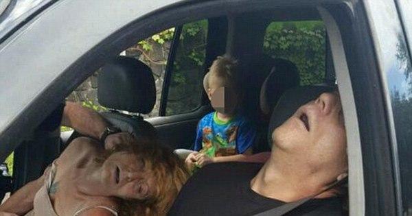 Imagem chocante de overdose: casal drogado desmaia no carro e ...