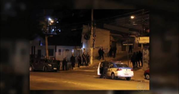 PMs são baleados após ataques em UPP e delegacia no Complexo ...