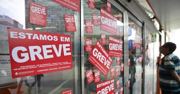 Com metade das agências fechadas, greve dos bancários chega ao ...