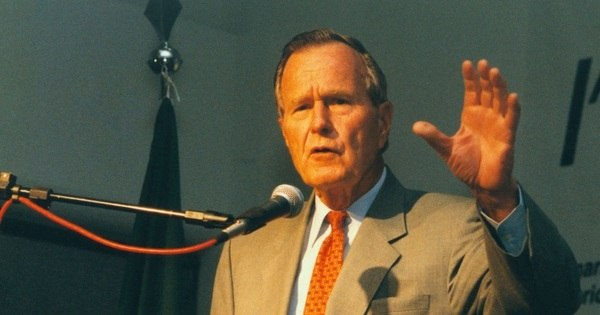 Bush pai votará em Hillary, diz sobrinha de Kennedy - Notícias - R7 ...