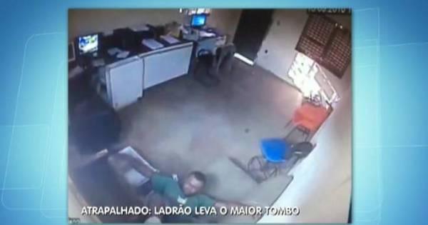 Ladrão atrapalhado cai de pernas para o ar durante furto - Fotos ...