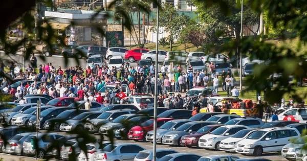 Motoristas da Uber protestam após assassinato de colega - Notícias ...