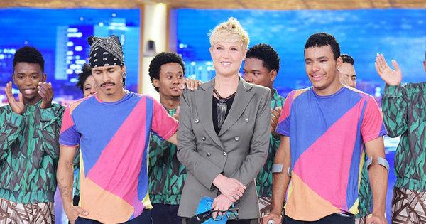 Xuxa surpreende dançarinos que fizeram campanha na internet ...