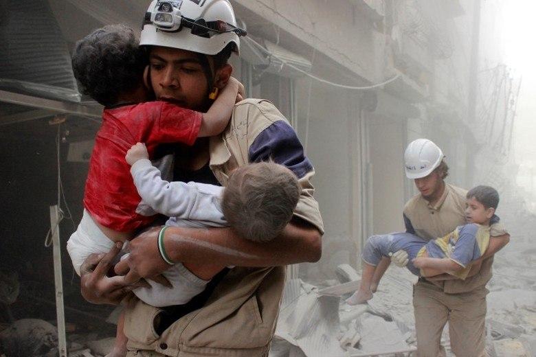 Mais de 250 mil civis estão encurralados em Aleppo, em meio à guerra civil que já dura mais de cinco anos.Desde o início, em março de 2011, mais de 300 mil pessoas, entre elas cerca de 86 mil civis, morreram no país, alertou a ONG OSDH (Observatório Sírio dos Direitos Humanos)