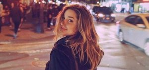 Longe da mãe e dos fãs, Sasha curte anonimato em Nova York