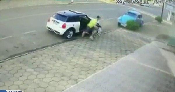 Homem que quase foi atropelado por fusca é comparado com ...