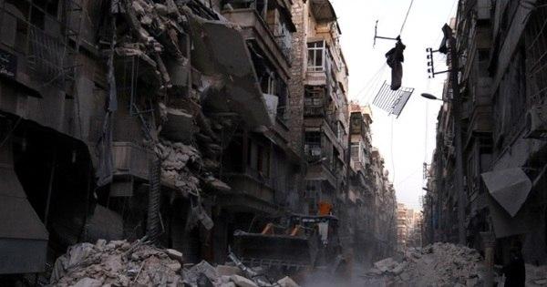 Força Aérea síria continua a bombardear terroristas e arredores de ...