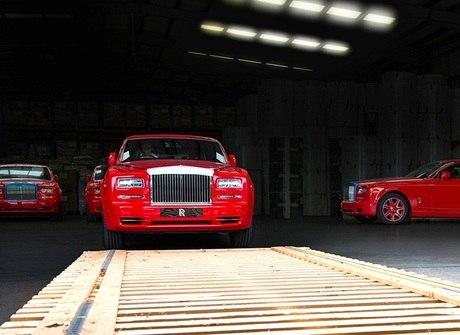 Magnata recebe frota da Rolls-Royce avaliada em R$ 65 milhões