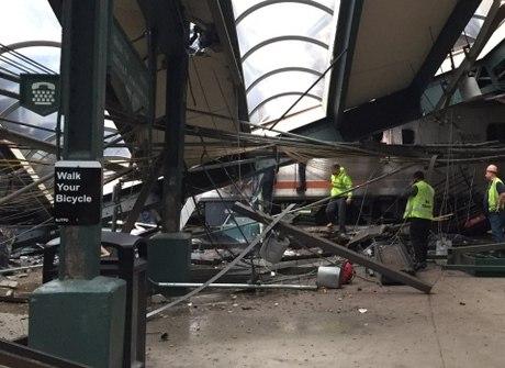 Choque de trem deixa um morto<br />e 108 feridos nos Estados Unidos