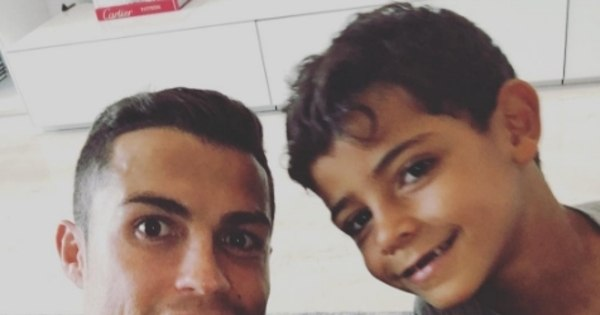 Seguindo as pegadas de Messi, Cristiano Ronaldo adota um novo ...