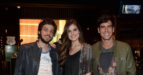 Camila Queiroz, Chay Suede e Marcos Pitombo marcam presença ...