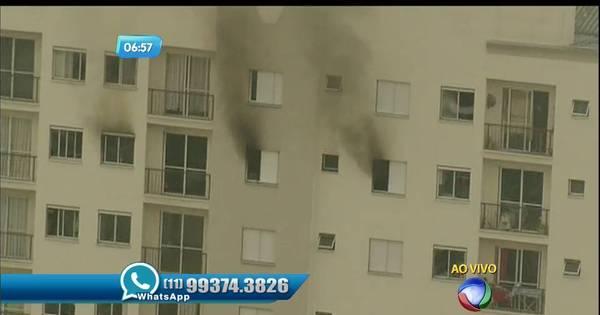Incêndio atinge apartamento na Vila Maria - Notícias - R7 São Paulo