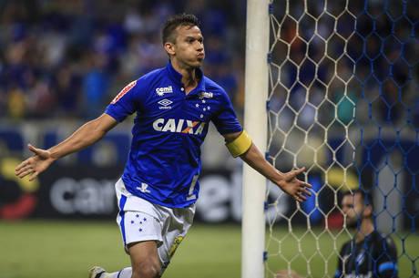 Robinho exalta Ponte Preta e comenta boa fase no Cruzeiro