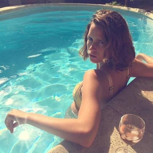 Até mesmo os tabloides europeus espalharam a notícia de que ela teria ficado mais famosa na web após o topless
