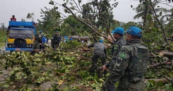 Militares brasileiros tentam abrir estradas para chegar a cidades ...