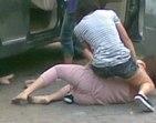 Barraco em família! Traída aborda amante do marido e dá surra na rua