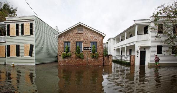Inundações e queda de energia marcam passagem de Matthew ...