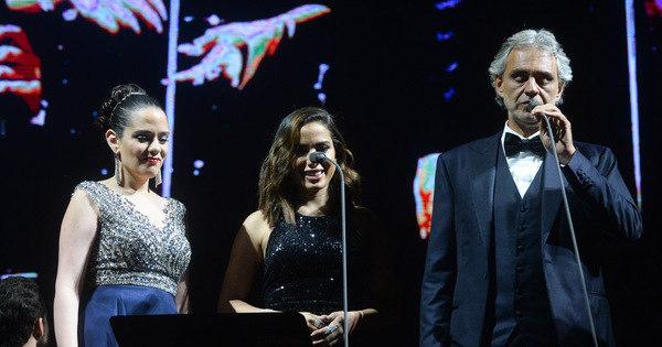 Após críticas, Anitta participa de show de Andrea Bocelli em São ...
