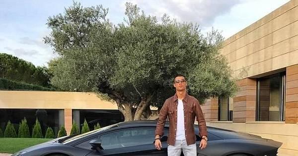 Veloz e furioso! Cristiano Ronaldo começa a semana ostentando ...