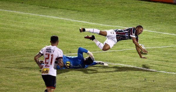 São Paulo consegue virada heroica contra o Fluminense e se afasta ...