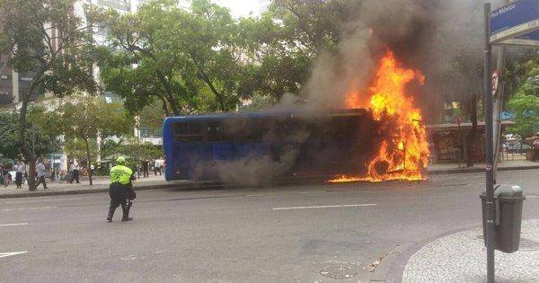 Ônibus pega fogo no centro e avenida Rio Branco é interditada ...