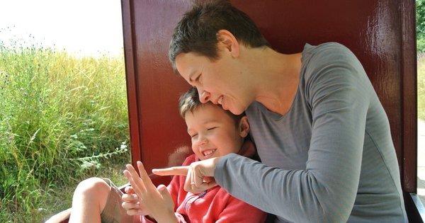 """Nova terapia cria """"super- pais"""" e melhora condição de crianças ..."""