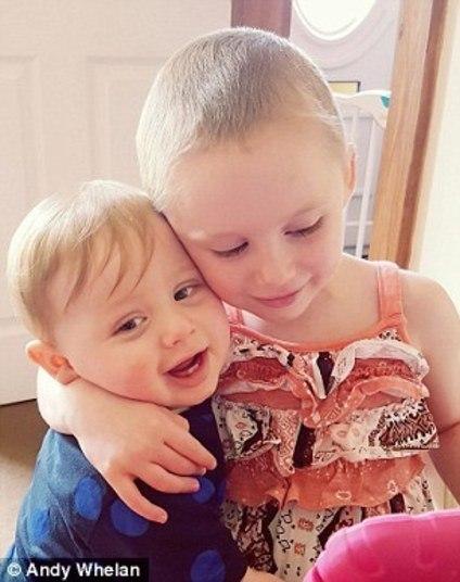 A história de Jessica ganhou as redes sociais depois de seu pai, Andy Whelan, publicar uma foto angustiante em preto e branco da menina enquanto ela lutava contra a doença. O objetivo do pai era chamar atenção ao tema